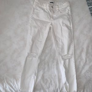 American Eagle Ripped White Cropped Jegging